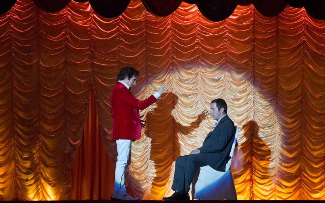 Abracadabra: la dark comedy del regista di Blancanieves