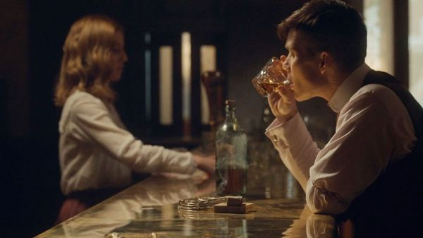 Cocktail e serie tv: tagliente come la lama il drink ispirato ai Peaky Blinders